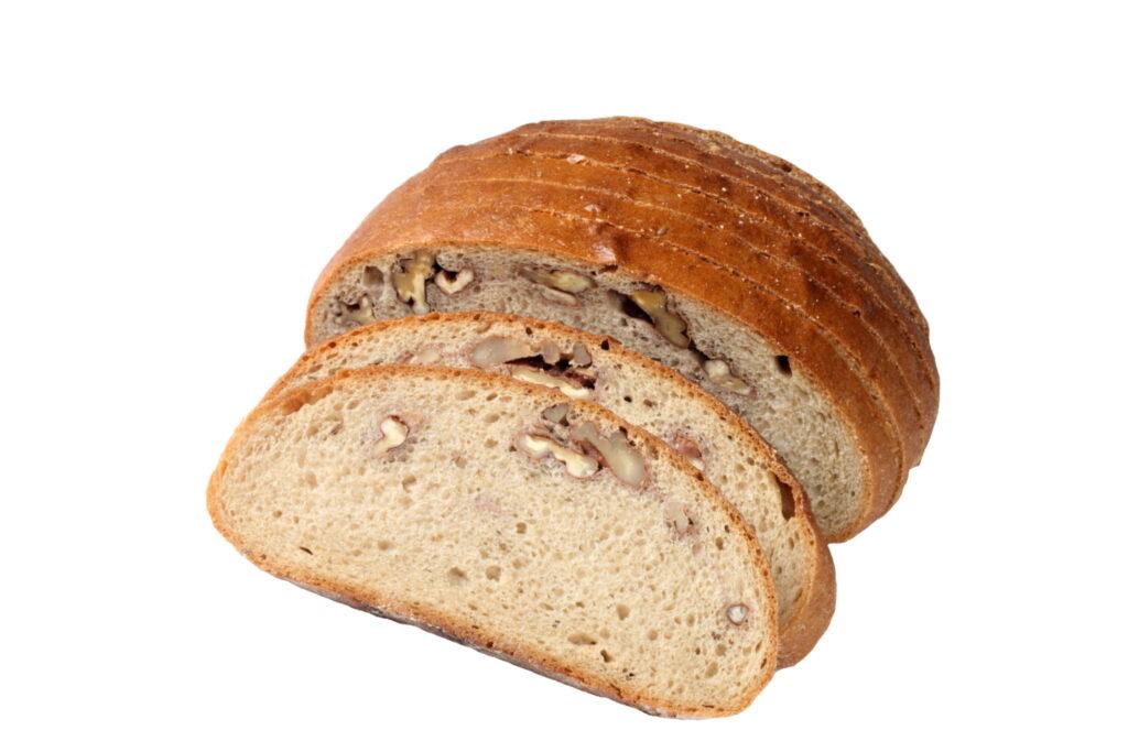Chléb s ořechy krájený bal.