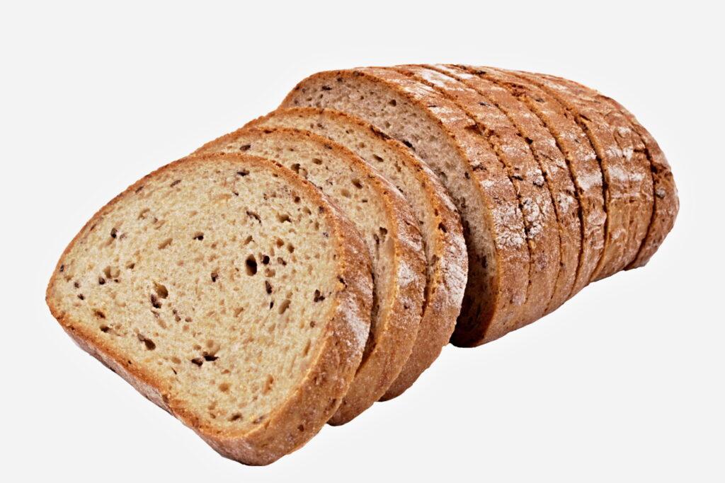 Chléb vícezrnný s cibulí krájený bal.